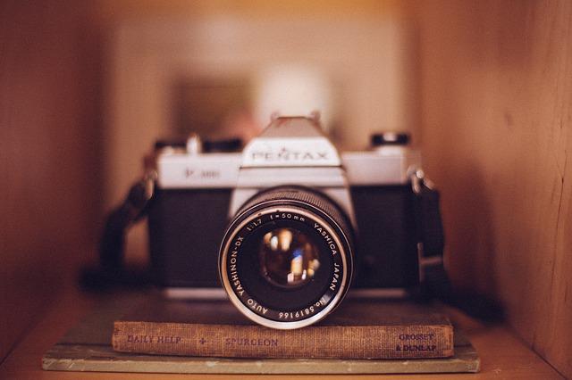 camera-349943_640